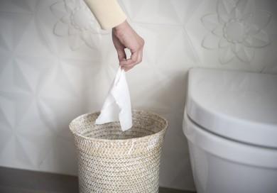 Le bon geste : jetez les lingettes à la poubelle, pas dans les toilettes !